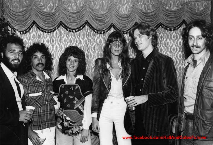 1976 photo of Daryl Hall and actress Marcia Strassman (of Welcome Back Kotter fame), whom he was dating at the time. Also pictured is Tommy Mottola, John Oates, Bonnie, and David Newmark. Like this photo? Please join my FB page to see more! www.facebook.com/HallAndOatesForever
