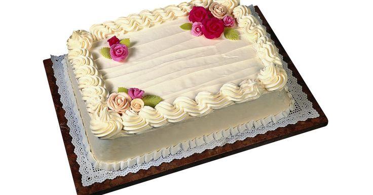 Cómo calcular para cuántas personas será un pastel de bandeja de horno. Has escogido el lugar, DJ y configuración de asientos para tu próxima boda, pero aún no has descubierto cuánto pastel necesitas para alimentar a tus invitados. Mientras tú y tu novio van a cortar el pastel pequeño y personalizado que has elegido, es probable que un pastel de bandeja de horno se sirva a tus invitados. Averiguar cuántos comerán de ...