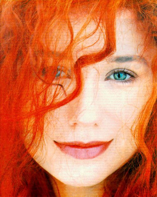 Tori Amos has the most beautiful, enigmatic smile. and insanely awesome hair.