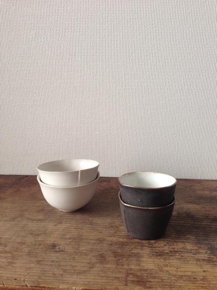 Tea or coffee? Cups by Ando Masanobu. お茶、コーヒー?いかがですか? 安藤雅信さんのカップです。