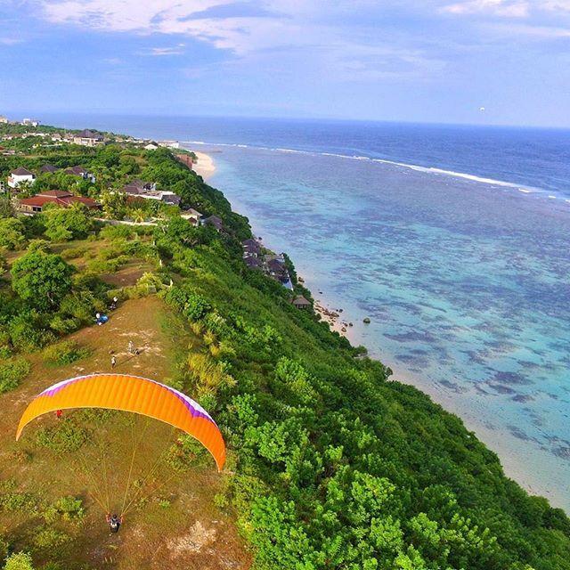 #Repost @ajuice_46 ・・・ Are you ready to fly with sunset!  #dji #drones #djiphantom #djiphantom3 #djiphantomindonesia #balidronecommunity #bali #paralayang #thebalibible #aerial #baliisland #holiday #balilife #beach