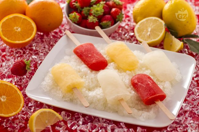 I ghiaccioli sono dei popolari dolci freddi composti da succo di frutta fresca e da uno sciroppo di acqua e zucchero.