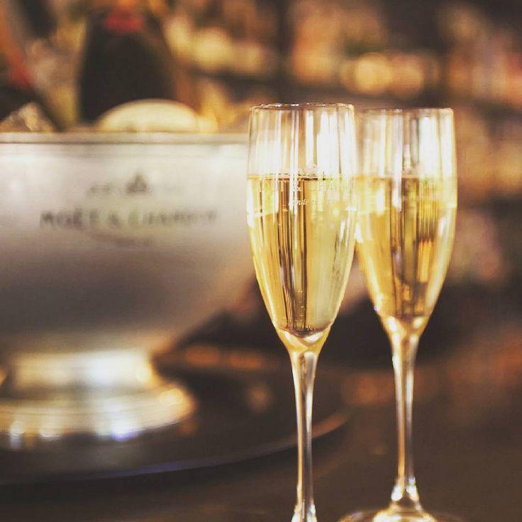 #TalismanTip - Het is moeilijk een keuze te maken uit de zoveel goede restaurants die Melbourne te bieden heeft. Daarom organiseert Talisman graag een culinaire tour waarbij je meerdere goede restaurants te voet bezoekt en overal een klein hapje mee-eet! Pas op voor onderschatting, de 'Aussies' hebben verdraaid veel verstand van wijnen! De excursie neemt een kleine drie uur in beslag en staat elke maandag, dinsdag, woensdag en donderdag op de agenda. Je kunt jezelf inschrijven voor een…