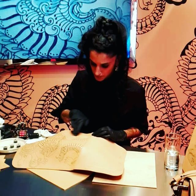 La tatuadora Saira Hunjan trabajando el cuero de Tod's para la colección cápsula que ha presentado la firma italiana en París. @tods #pfw #fw17  via MARIE CLAIRE SPAIN MAGAZINE OFFICIAL INSTAGRAM - Celebrity  Fashion  Haute Couture  Advertising  Culture  Beauty  Editorial Photography  Magazine Covers  Supermodels  Runway Models