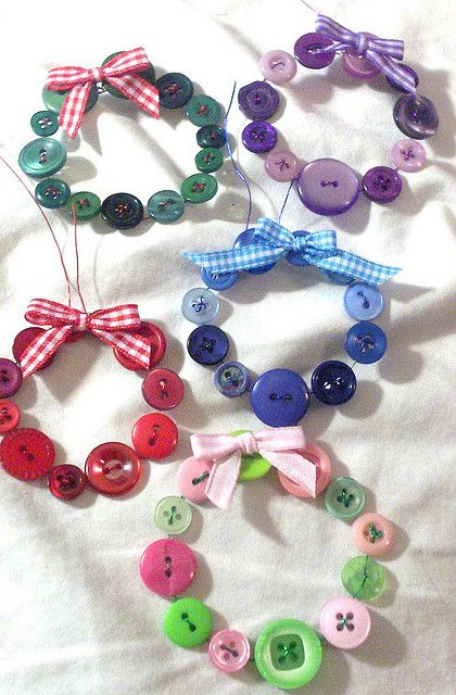 Button Wreaths, nice inspiration. could also put these on a christmas card to then be used as a decoration