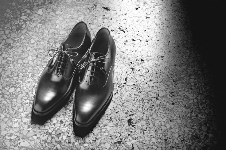 Italian actor Marcello Mastroianni wore a pair of classic Sutor Mantellassi shoes as he left his footprints on the Hollywood Walk of Fame in 1965.