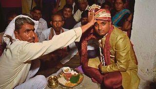 Wanita upah kumpulan bersenjata culik kekasihnya yang tengah nak kahwin wanita lain   Seorang pengantin lelaki diculik kumpulan bersenjata yang diupah kekasihnya sejurus sebelum dia menyelesaikan majlis perkahwinan dengan wanita pilihan keluarganya.  Dalam kejadian Isnin lalu Ashok Yadav 24 baru selesai bertukar-tukar kalungan bunga dengan wanita yang dikahwininya sebelum membuat ikrar perkahwinan dengan mengelilingi api mengikut istiadat Hindu.  Bagaimanapun tiba-tiba dua kenderaan SUV…