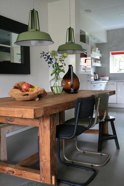 Stoere eettafel van oude balken! Vergelijkbare tafels zijn bij www.old-basics.nl op maat te maken (andere poten zijn dan ook mogelijk)