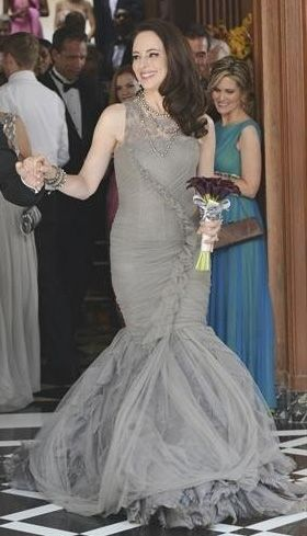 Victoria's grey bridal gown on Revenge    Website that finds exact/ similar clothing worn in tv shows