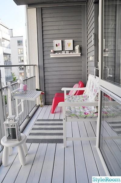 Helt enkelt i toner af gråt. Og så en enkelt pangfarvet IKEA stol #Balcony