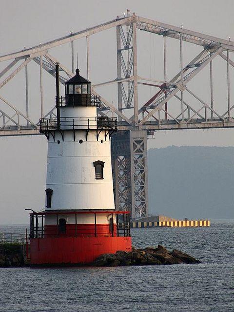 Tarrytown Lightsparkplug lighthouse on the east side of theHudson RiverNew York US41.084056, -73.874250
