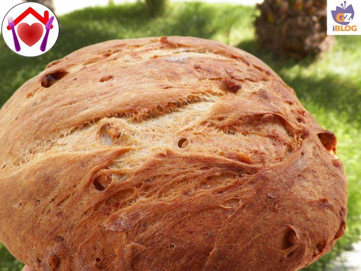 Questa è una ricetta tipica umbra che le nostre nonne preparavano nelle loro case durante il periodo di raccolta delle noci: pane nociato.