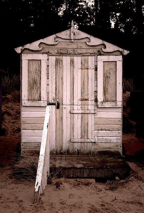 25 unique beach hut decor ideas on pinterest coastal for Beach hut ideas