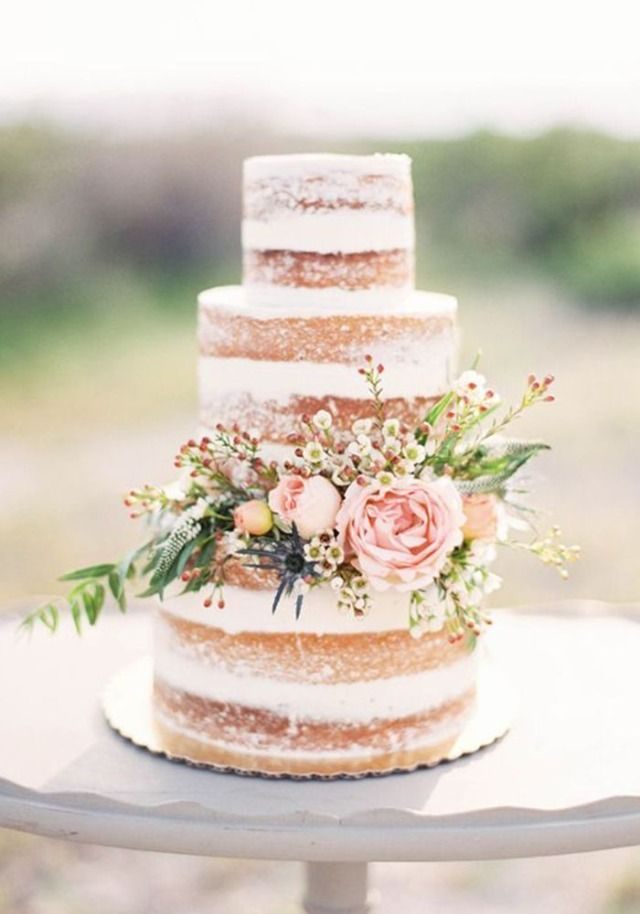 How stunning are these wedding cakes?