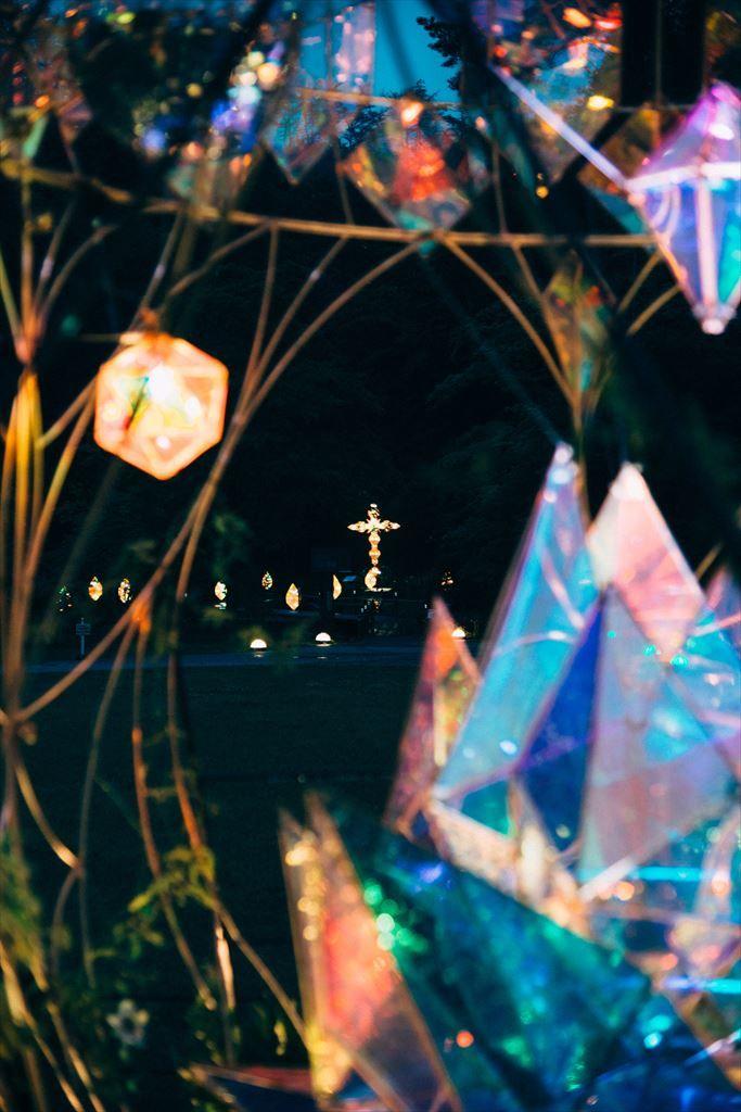 岩手県花巻にある宮沢賢治童話村にて 宮沢賢治生誕120周年を記念して 記念事業がスタート 宮沢賢治の代表作 「銀河鉄道の夜」「どんぐりと山猫」の作品世界を表現 どんぐりのオブジェの足元には半年の時間を