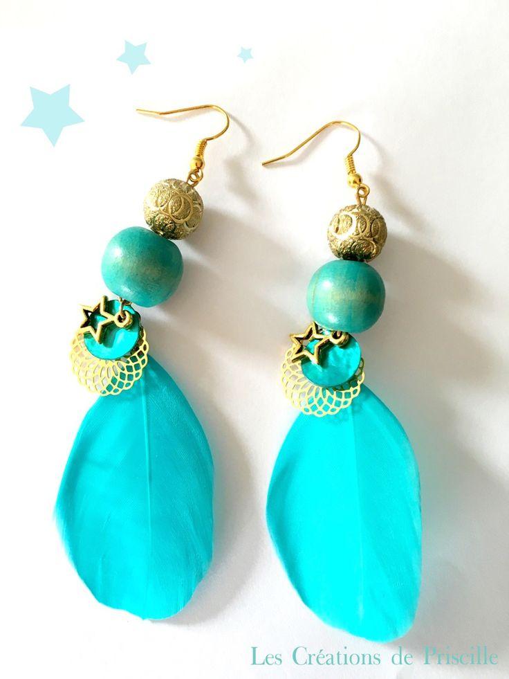 Boucles d'oreilles plumes bleues turquoises, estampes dorées, perles bleues et dorées