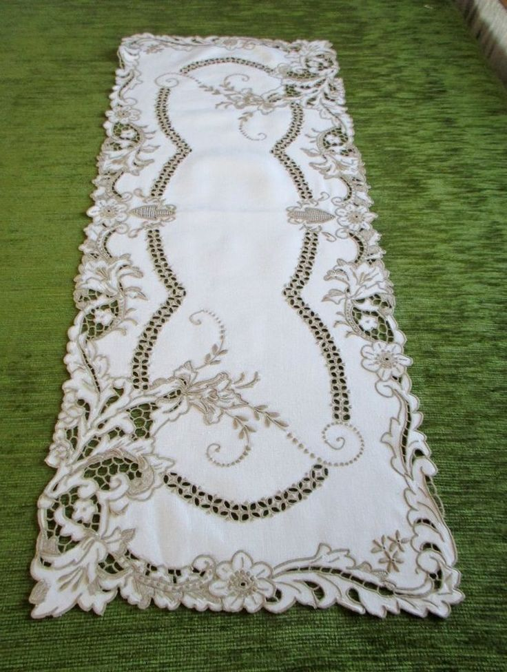 ANTIQUE MADEIRA TABLE RUNNER HAND EMBROIDERED-LINEN-BEAUTIFUL