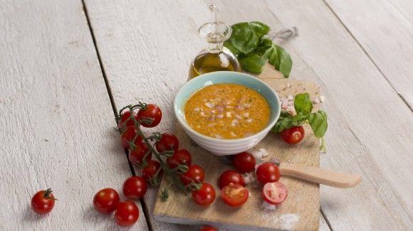 Voor een echte saladeliefhebber is een goede dressing onontbeerlijk in de keuken. Wat dacht je van deze topper? Een tomatendressing, geschikt voor diverse salad