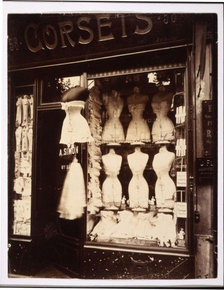We know that Paris windows are exquisite, but what about taking a stroll through Paris during the turn of the century? Here are some lovely store windows by French photography Eugene Atget (1857-1927)