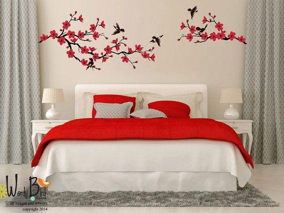 Décalque de mur de Cherry Blossom branche avec oiseaux idéal pour une garderie ou une chambre à coucher  Stickers muraux de vinyle sont parfaits pour chaque pièce de la maison. Parfait pour les locations et les dortoirs ! Ils sont faciles à appliquer et sont démontables sans endommager votre peinture. Une façon amusante et élégante pour certains agrémenter votre décor !  Essayez dutiliser des autocollants sur un panneau peint ou la toile. Fonctionne très bien et puis vous avez une Tenture…