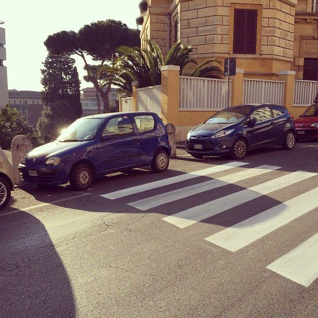 #TrioMedusa Trio Medusa: A volte a Roma le strisce non sono dipinte per motivi come questo...