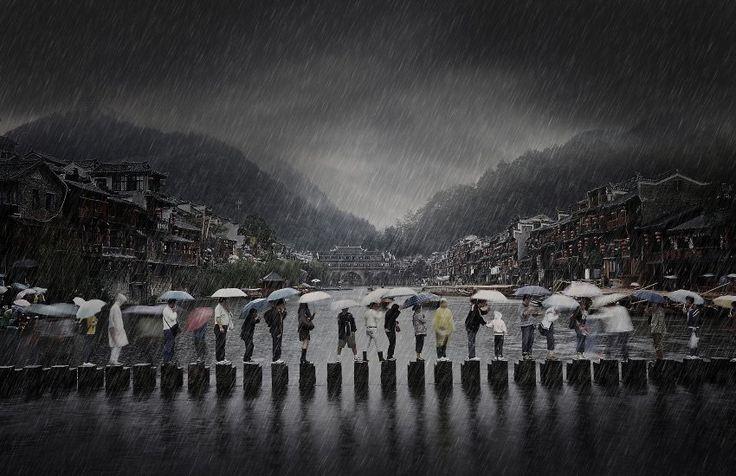 """Chen Li erhielt die Auszeichnung Open Photographer of the Year. Sein """"Rain in an Ancient Town"""" wurde als bestes Einzelfoto eines Amateurs od..."""