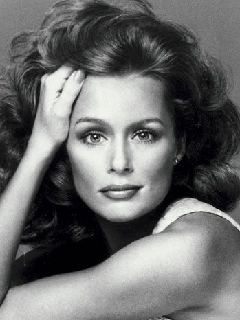 Lauren Hutton holds the record for most Vogue covers: 26