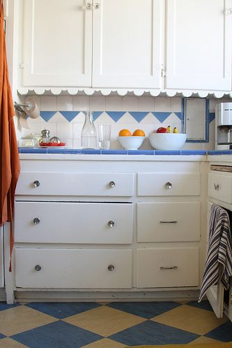 17 best images about 1940s retro kitchens on pinterest for 1940 kitchen cabinets