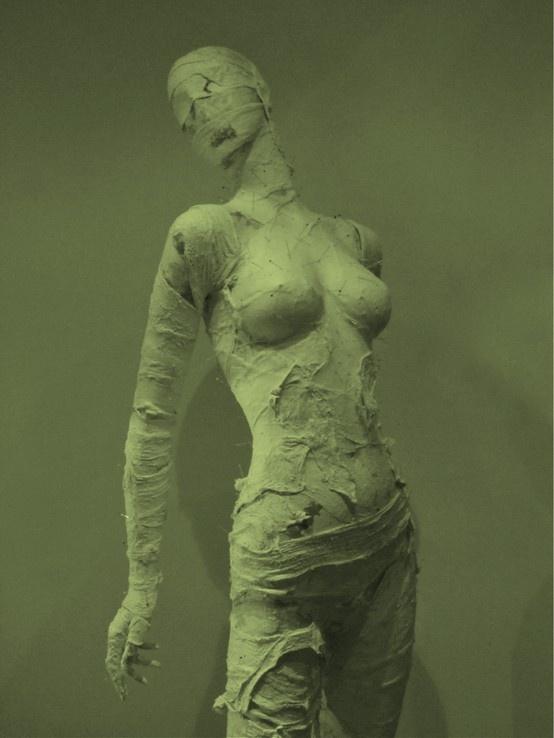 donne senza volto e senza voce...non più. http://www.mostra-mi.it/main/?page_id=4768