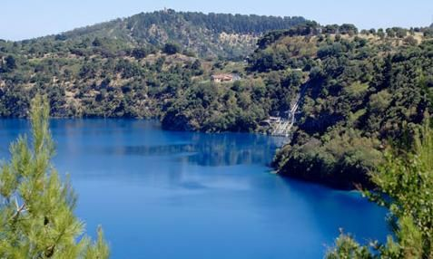 Blue Lake for you - Check out Mount Gambier holiday accommodation when planning to stay in Limestone Coast area in South Australia. http://www.ozehols.com.au/blog/south-australia/relaxing-holidays-in-mount-gambier/ #VisitSA #SouthAustralia #Vacation