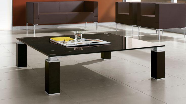 Tao Beistelltisch Besuchertisch mit Tao Glasplatte in mocca für ihren Empfang und Wartezone Besuchersessel und Tao Sofa mit Kunstlederbezug in dunkelbraun mit Alufarbenen Metallfüßen