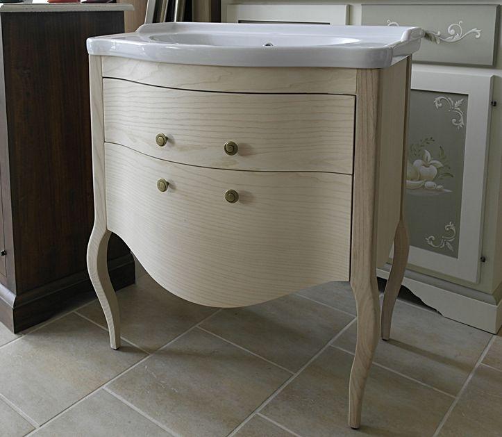 La scelta è andata allo stile #provenzale, ha vinto il bagno modello Sonia in frassino, larghezza 75 cm