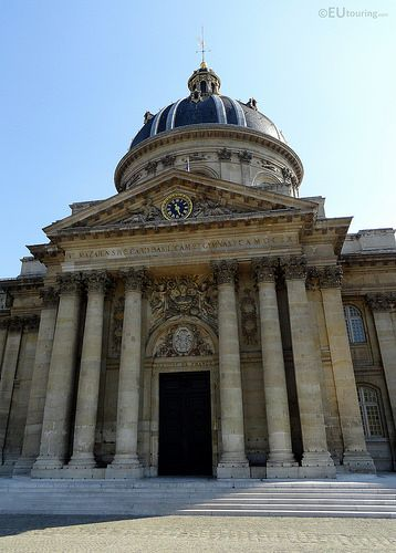 The entrance of the Institut de France is both large and impressive, this photo showing the six columns, design work as well as an ornate clock above the entrance, showing just how much detail has gone into the structure.  Daily updates at www.eutouring.com