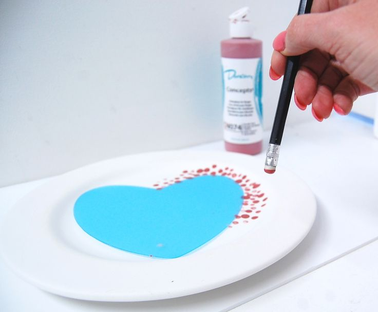 Pencil rubber dot plate using our reusable heart silhouette, a ceramic bisque pottery plate and Duncan Ceramics Concepts Underglaze.