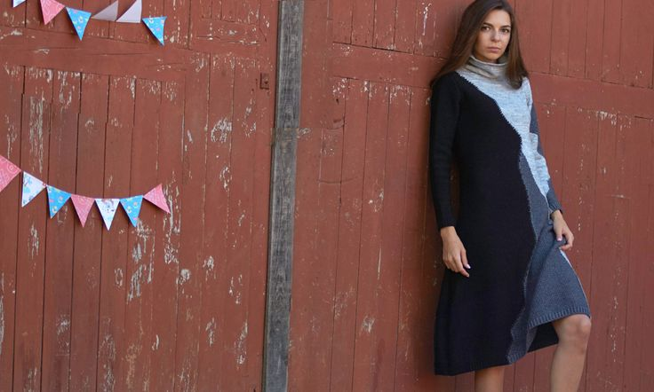 Выразительное платье-джемпер с эффектными цветовыми сочетаниями неопределенной геометрии. Изделие выполнено из трикотажного полотна разнофактурного полотна, мягко облегает фигуру, слегка расширяясь к низу. Воротник-стойка, рукав втачной, длинный, оканчивается манжетой. Платье составит теплый гардероб креативной девушки.
