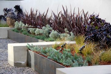 Small garden walls with sculptural planters.