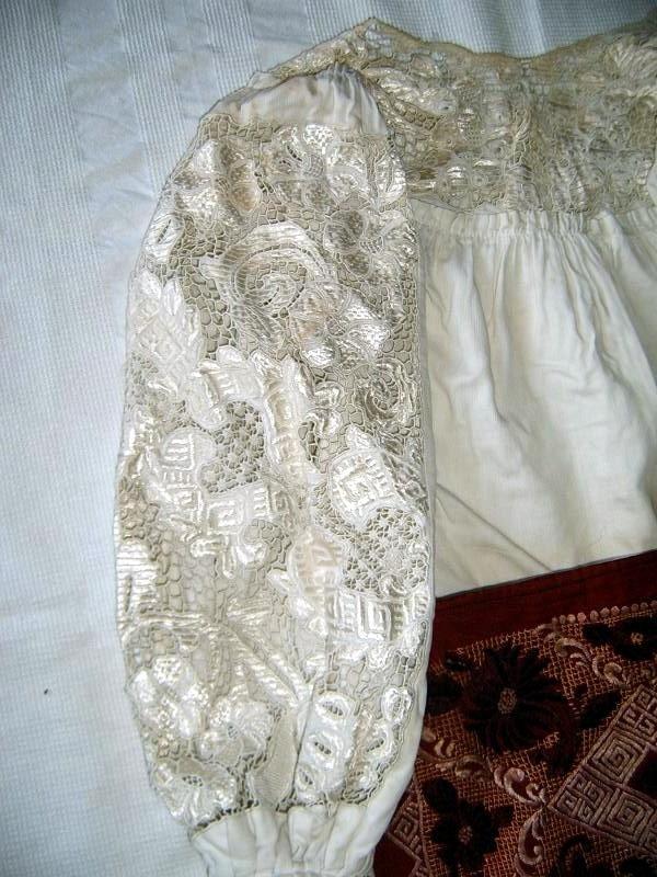 Traditional Romanian folk clothing