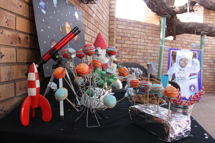 Space/Rocket Ship/Astronaut Party. Desert Table Setting
