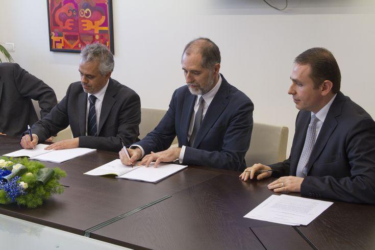 Firma accordo. Da sinistra: Enrico Lanzone (Direttore Centro Protesi INAIL Budrio), Andrea Onetti Muda (Rettore UCBM), Paolo Sormani (Dir. Generale UCBM)