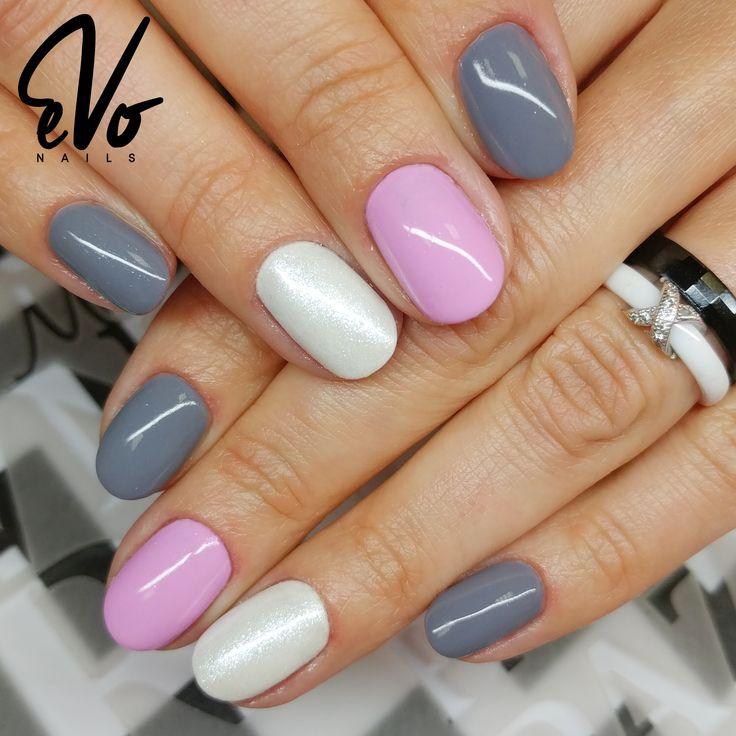 Krótkie a zarazem bardzo eleganckie paznokcie w wykonaniu Magdy <3  Wyk: Magda Łątka @pazurownia_u_magdy  #nails #nailswag #nailstagram #instanails #gelnails #nailsofinstagram #nails2inspire #nailsoftheday #nailsalon #nailsart #love #photooftheday #beautiful #cute #art #Evonails #Evo #paznokcie #hybryda #pinknails #summer