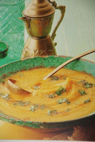 Een heerlijke romige soep voor de herfst met de seizoensgroenten pompoen, pastinaak, en wortel. Ingrediënten (voor 4 personen) 1 el. olijfolie 15 gr boter 1 ui, gesnipperd 225 gr wortels, in stukje…