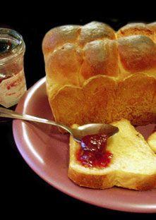 Brioche au yaourt façon pain au lait - 90ml de lait 50g de yaourt 1 oeuf 20 g de beurre 350 g de farine 1 cuillère à café de levure de boulangerie 1/2 cuillère à café de sel 30g de sucre 1 sachet de sucre vanillé 1 c à café de jus de citron