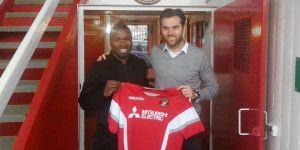 Ebbsfleet United sign Aaron McLean