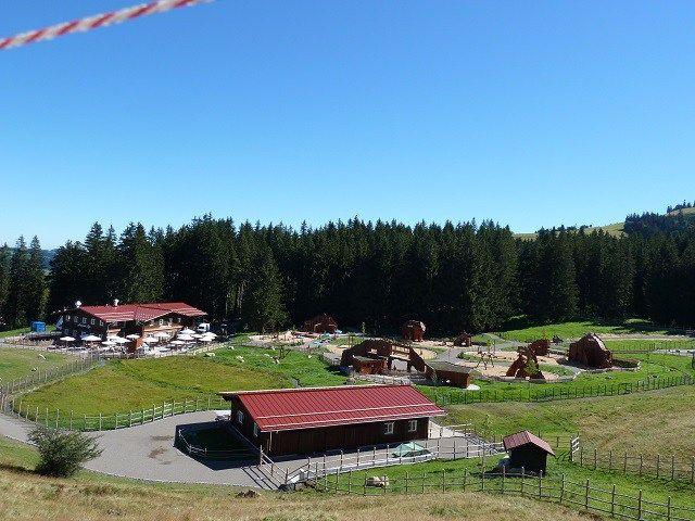 Riese-Spielplatz: Die Abenteuer Alpe an der Bergsee Erlebniswelt bei Immenstadt