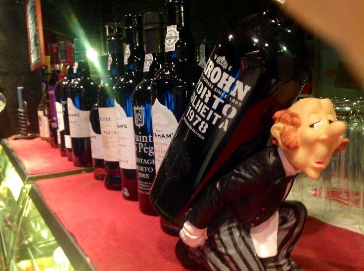 Illalla viinibaari Viinille? Sijaitsee Yliopistonkadun paikkeilla.
