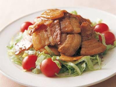 山本 麗子さんの豚バラ肉を使った「豚バラ肉の甘辛炒め」のレシピページです。肉の脂が全体にからまり、甘辛味でご飯がすすみます。 材料: 豚バラ肉、A、レタス、ミニトマト、塩、こしょう、サラダ油