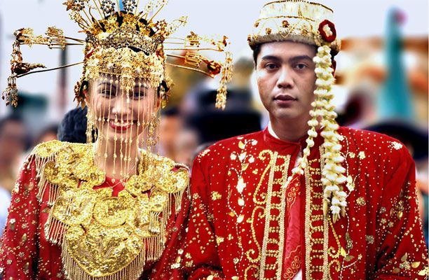 Happines of Betawi's bride couple