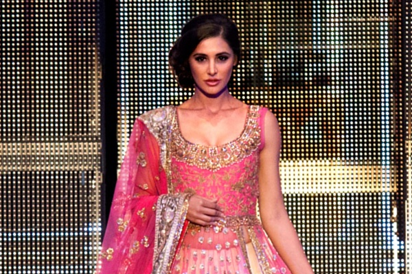 Narghis Fakhri took our breath away in a heavily embellished lehenga by Manish Malhotra at TOIFA