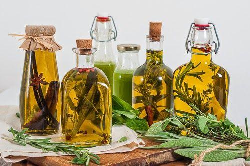 A gyógynövényes, vagy fűszer olajak széles körben ismertek, de kevesen gondolnánk, hogy ezeket az olajokat gyógyászati célokra is használják. /Zöldörökség/