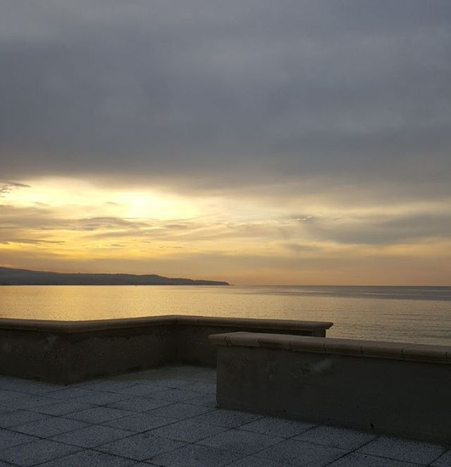 #nofilters #naturephotography #sky #sunset #belgium #sunrise_sunsets_aroundworld #picoftheday #evening #skylovers #pinksky #naturelovers #cielo #tramonto #nature_perfection #winter #inverno #landscape